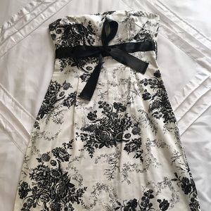 Beautiful dress with black and white floral design